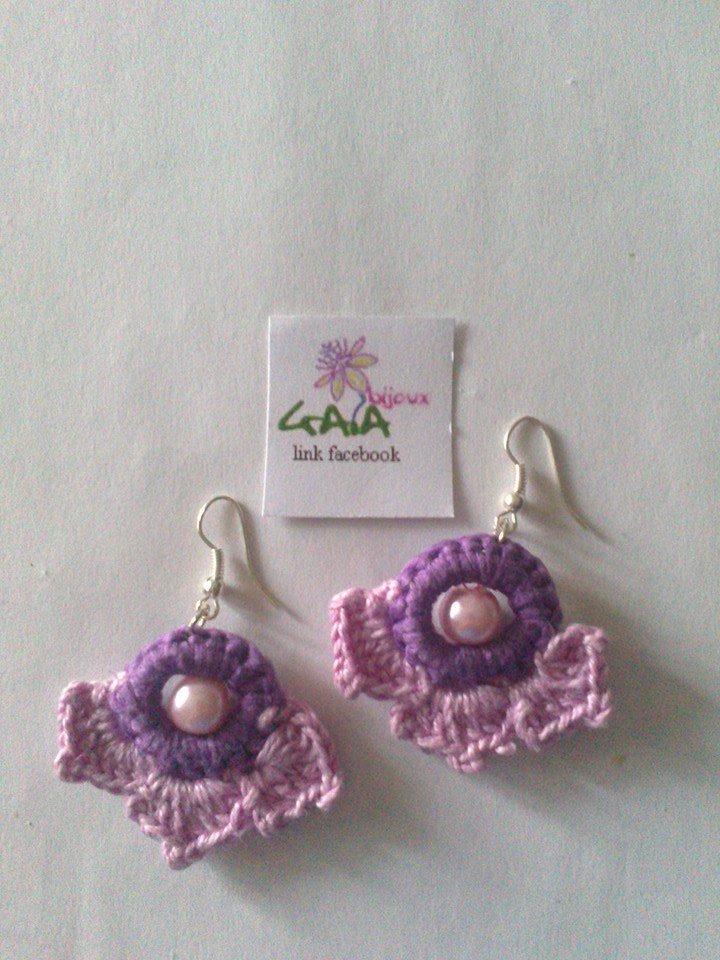 Orecchini piccoli ad uncinetto lilla e viola