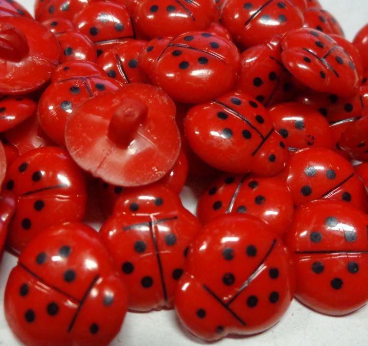 12 Bottoni in acrilico COCCINELLA colore ROSSO