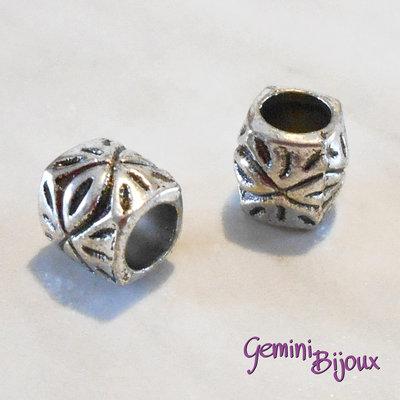 Perla tibetana in alluminio argentata a foro largo, mm 9x9. LH18