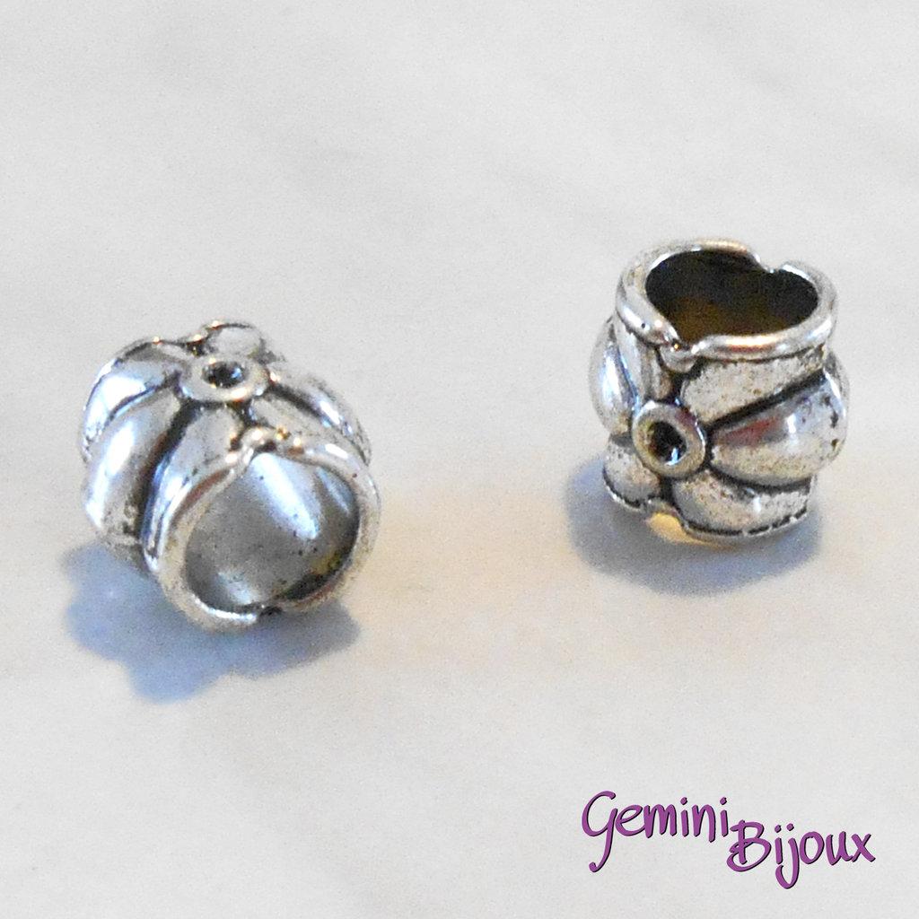 Perla tibetana in alluminio argentata a foro largo, mm 7x7. LH25
