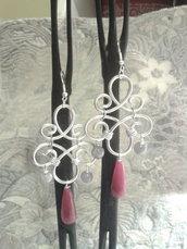 Orecchini in alluminio e perle in agata rosa fatti a mano