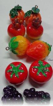 10 Ciondoli in Resina a forma di Frutta e Verdure