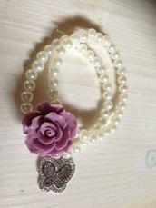Braccialetto con perle fiore e farfalla