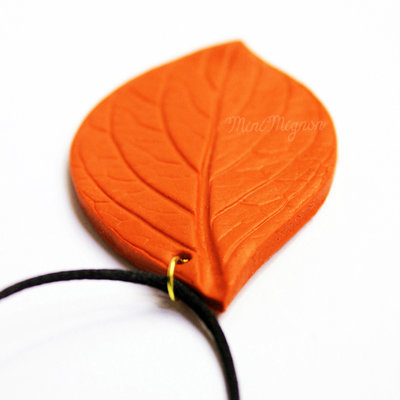 Collana con Foglia arancione