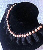 collana in pizzo con perle rosa lavorata a mano