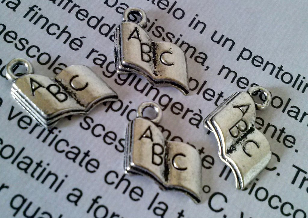 CHARMS LIBRO ABC IN ARGENTO TIBETANO