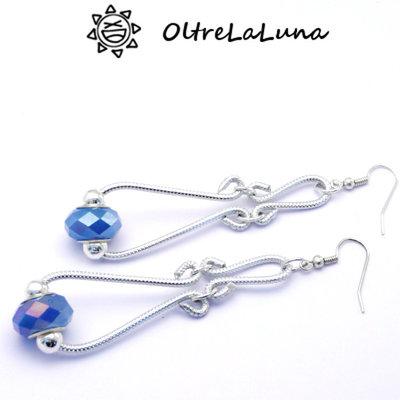 Orecchini pendenti in alluminio e pietre azzurre