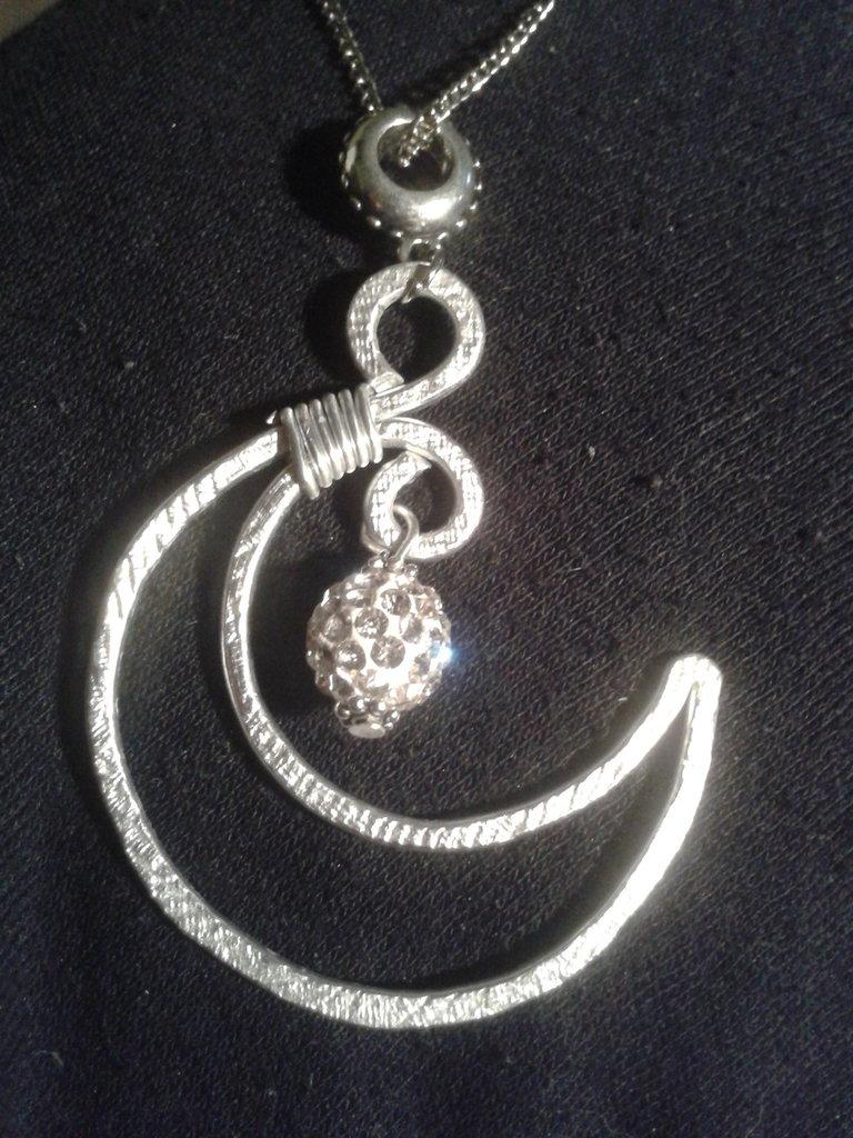 Famoso collana mezza luna pendente in filo di alluminio con perla in fimo  DA88