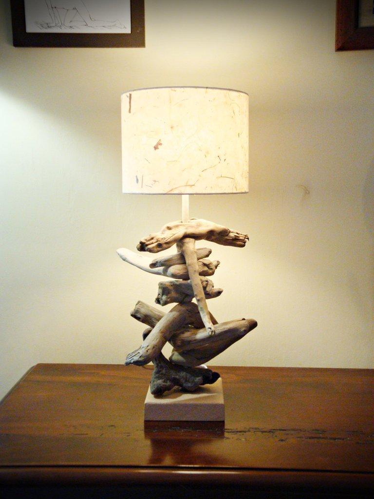 """Lampada """"CATERINA"""" con legni di mare - Per la casa e per te - Arred...  su MissHobby"""