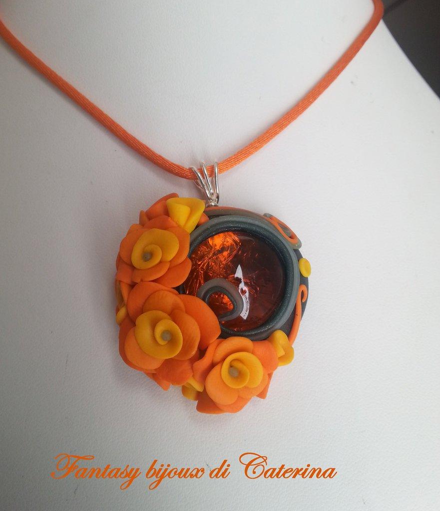 """Collana con ciondolo """"Primavera"""" arancione di fimo fatto a mano"""