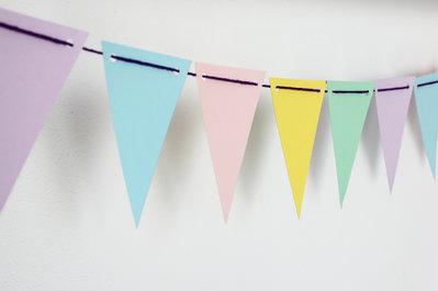 Ghirlanda bandierine tinta pastello con fori