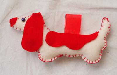cane bassotto  bianco e rosso