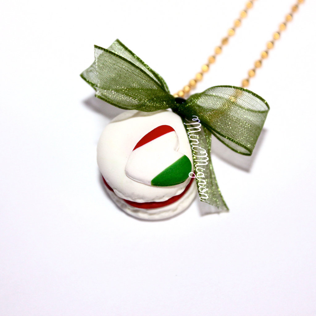 "Collana con Macaron ""Made in Italy"""