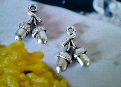 charms in argento tibetano GHIANDE