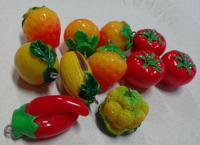 11 Ciondoli in Resina a forma di Frutta e Verdure
