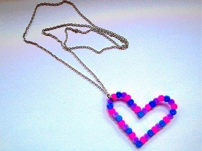 Collana lunga catenina con ciondolo cuore colorato in hama beads fatto a mano