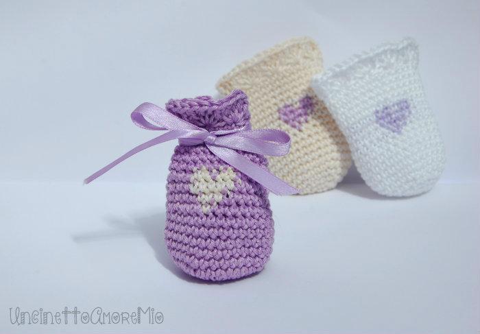 Bomboniera portaconfetti sacchettino con cuore in stile shabby ad uncinetto - lilla, crema, bianco   matrimonio, nascita, battesimo, comunione