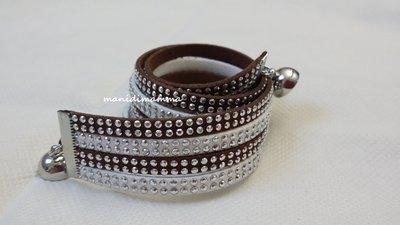 bracciale modello alcantara bianco e marrone con borchie color argento