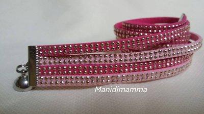 bracciale modello alcantara fucsia e rosa con borchie color oro