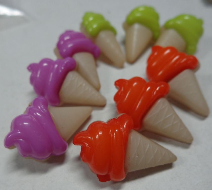 9 Bottoni in acrilico CONO GELATO  3 colori
