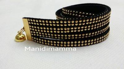 bracciale modello alcantara nero con borchie, terminali e chiusura color oro