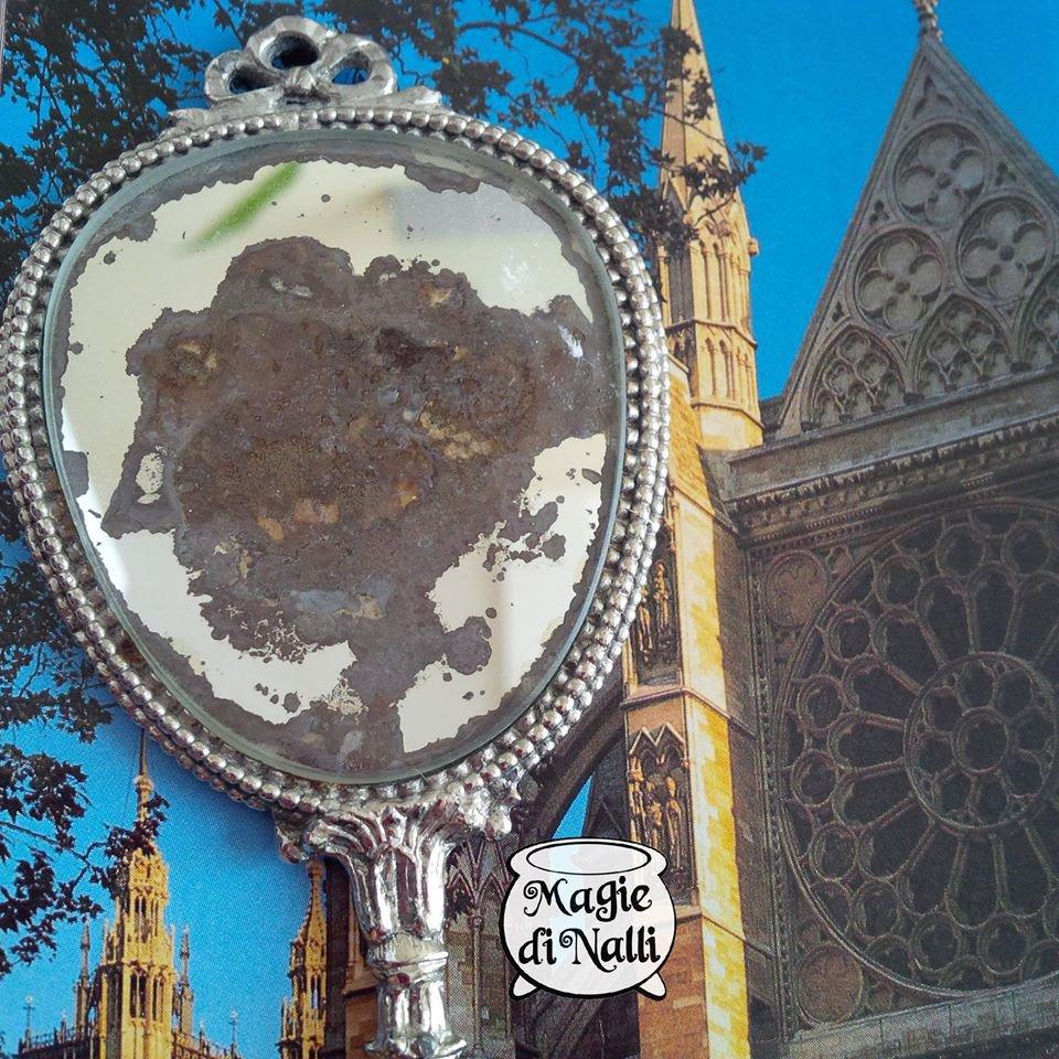 specchio vintage da toeletta in metallo