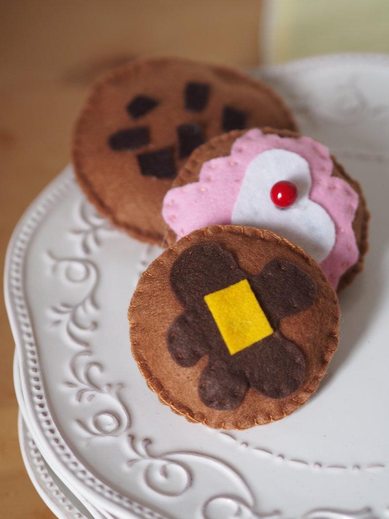 Set 3 biscotti per la colazione,feltro,fatto a mano.Gioco o decorazione per la cucina