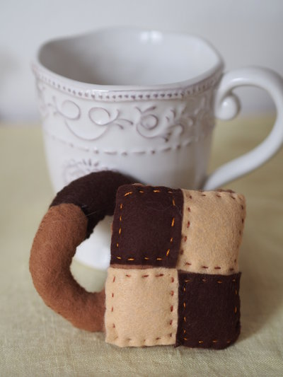 SET :2 Biscotti Chiaroscuro.Feltro.Gioco,decorazione per la cucina