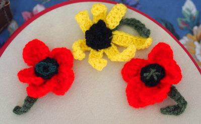 SPUNTA IL GRANO.Set da 3 fiori all'uncinetto.Per realizzare spille,cuscini,accessori,borse
