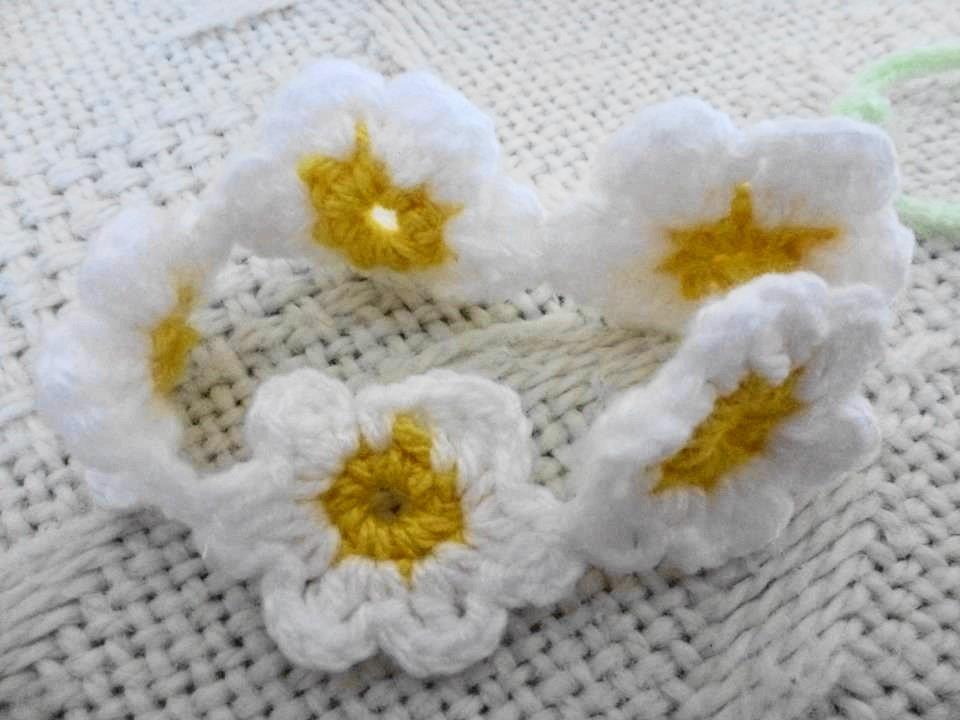 SET 2 BRACCIALI PRINTEMPS.Bracciali fatti a mano in lana,uncinetto.Delicatissimi