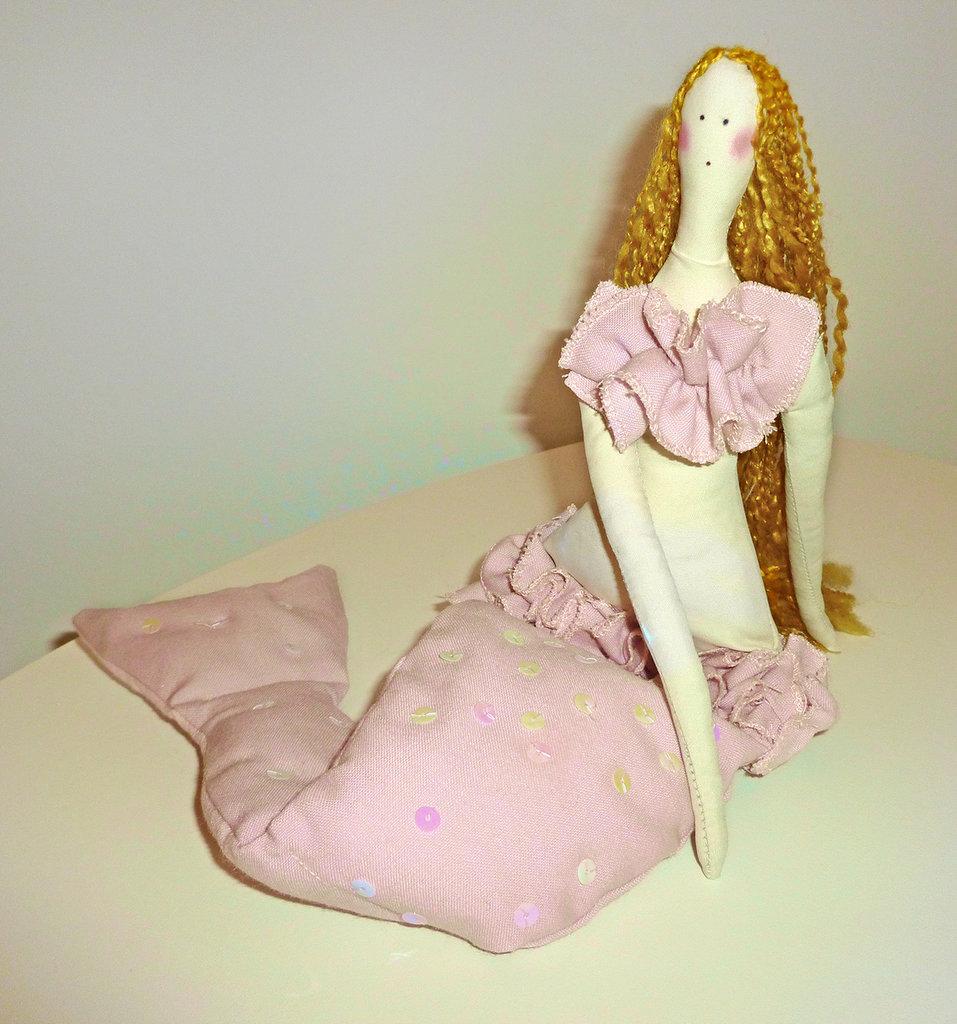 Sirena rosa, bambola di stoffa