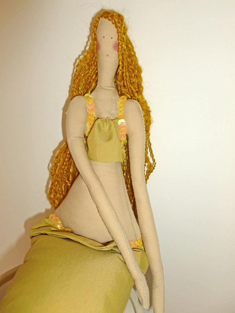 Sirena gialla, bambola di stoffa