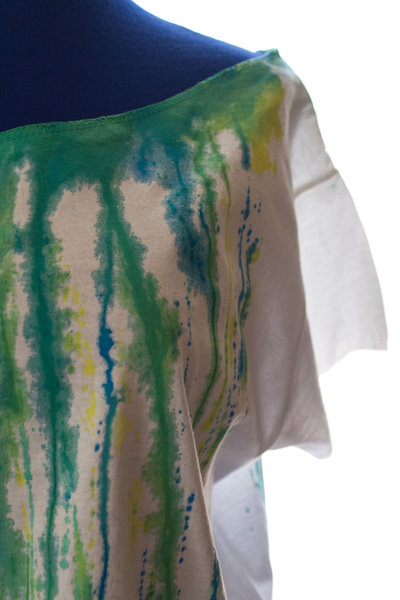 rainbow crash#1: t-shirt bianca con colature di colore