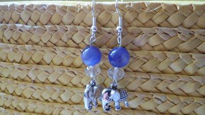 Orecchini con ciondolo elefante e pietra azzurra