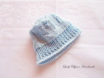 Baby berretto neonato in puro cotone lavorato a mano ai ferri con rifiniture ad uncinetto