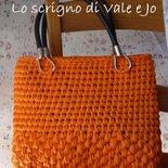 borsa in tulle fettuccia arancione e nera ideale per l'estate