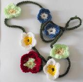 Collana Fiorita Flower Power 2.Collana in lana con fiori fatta a mano.Tecnica :uncinetto