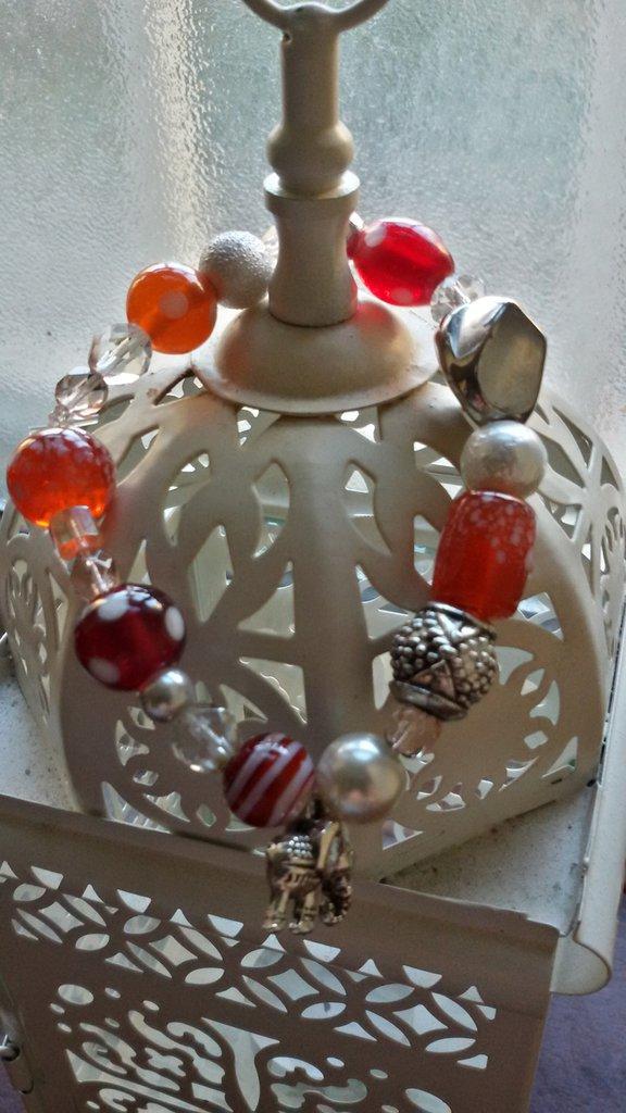 Bracciale con perline miste colorate e charm argentato elefantino