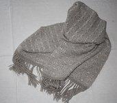 Sciarpa in lana mohair lavorata a telaio