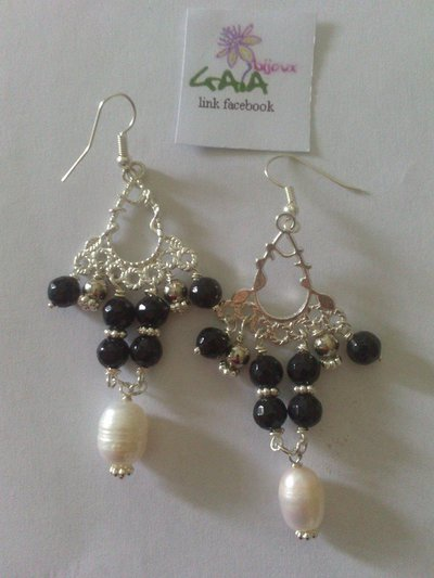 Orecchini chandelier bianchi e neri