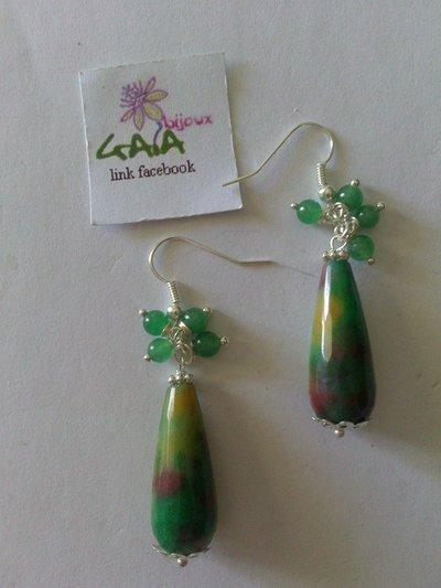 Orecchini verdi con goccia variegata e grappolino, in agata