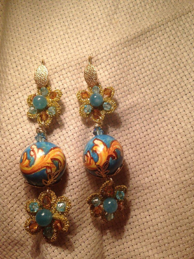 Orecchini pendenti con sfera ornato azzurro