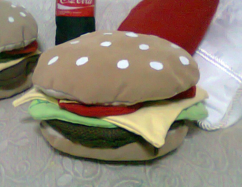 INTROVABILE!! cuscino hamburger