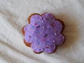 Biscotto a forma di fiore lilla.Feltro e perline.Fatto a mano.Decorazione.Gioco.Bomboniera.Segnaposto
