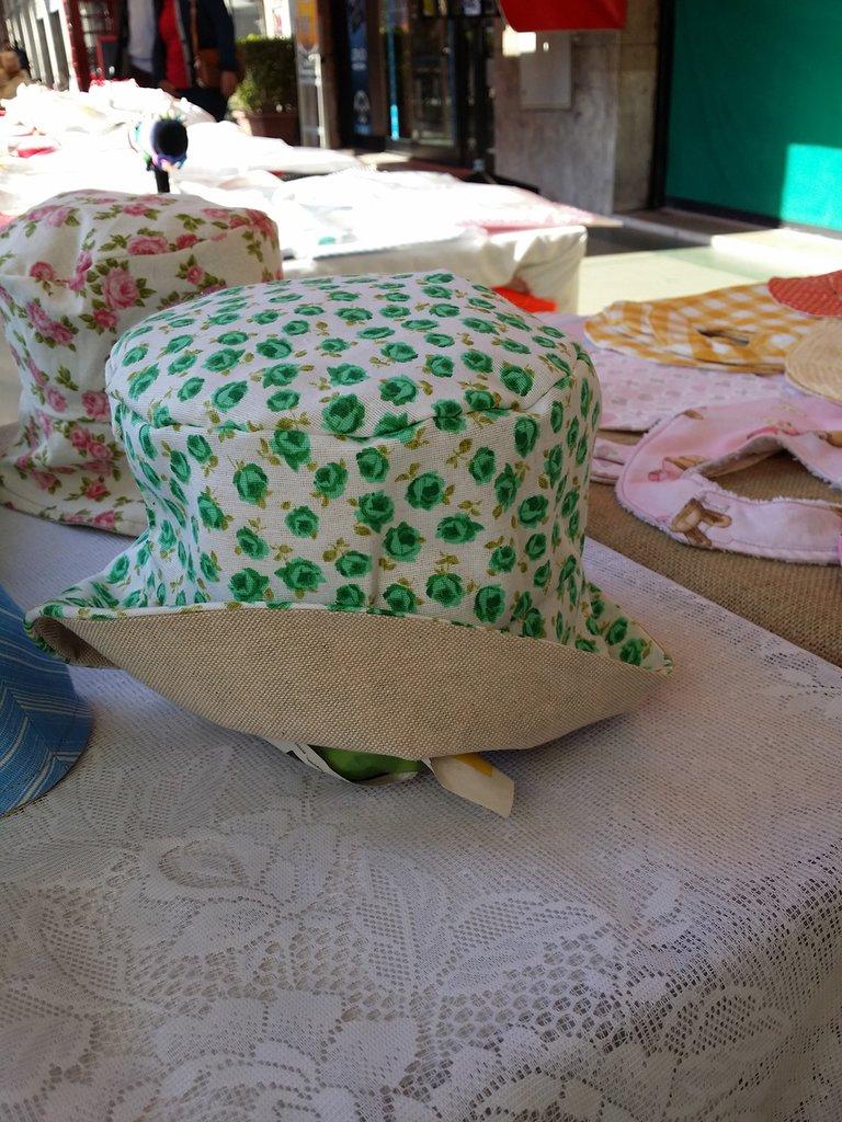 cappello baby reversibile