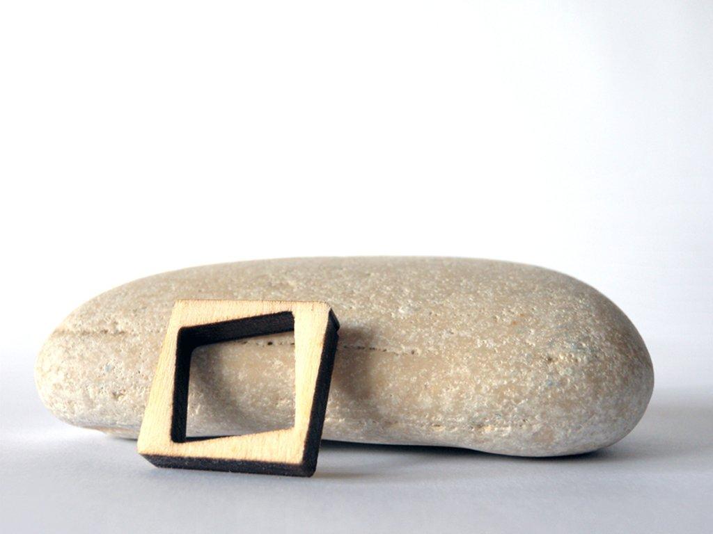 Riny, anello geometrico in legno versione quadrato