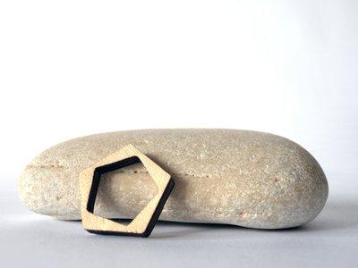 Riny, anello geometrico in legno versione pentagono