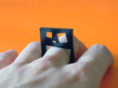 Kan, anello-quadro astratto in acrilico nero_versione con quadrati