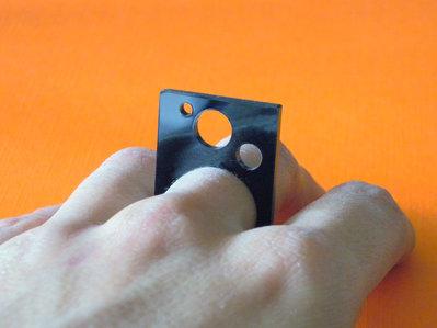 Skij, anello-quadro astratto in acrilico nero_versione con cerchi