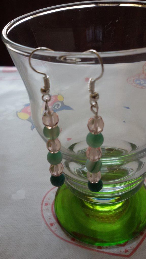 Orecchini con perline di agata verde striata e perline rosa
